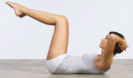 Видео: Подигнување на исправени нозе на лежалка за јога